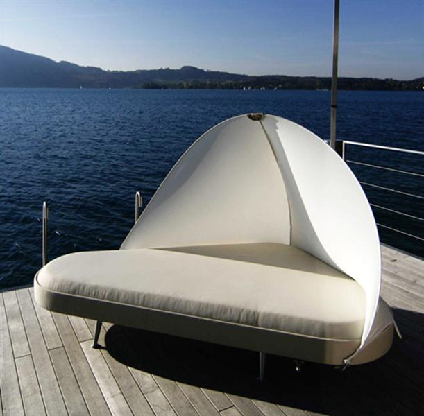 Summer Outdoor Lounge Bed with Contemporary Design and 360 Degree Adjustable