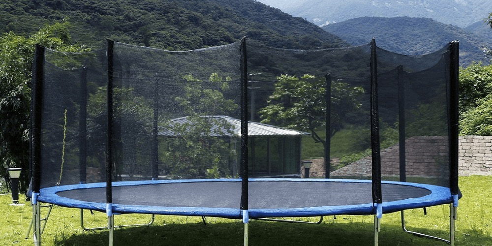 Here's how to choose a cheap trampoline for your backyard